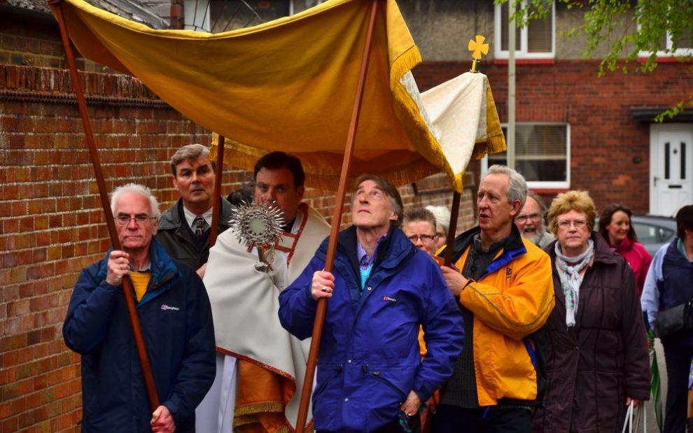 eucharistic-procession