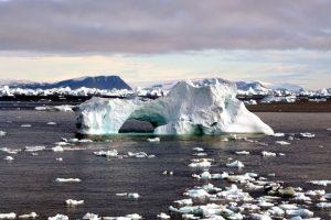 1280px-Iceberg_with_hole_edit