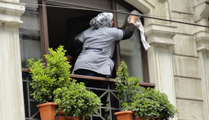 domestic-worker-cleaning