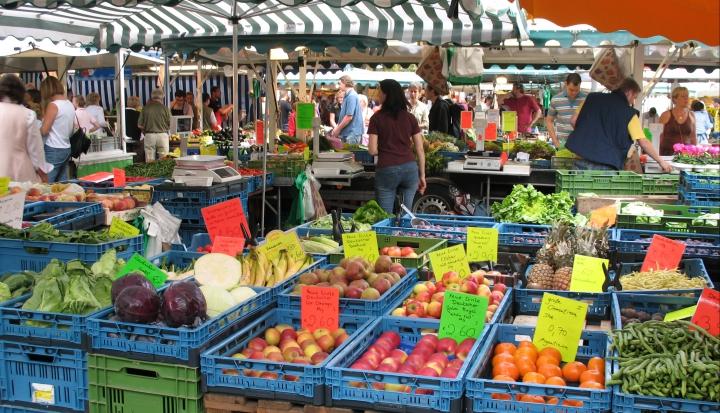 FarmersMarket_WikiCommons_Marjaliisa