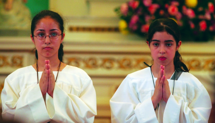 Altar girls Claretian photo_Jon Lowenstein