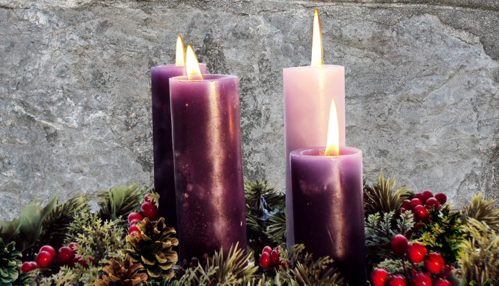 purple-pink-candles-green-wreath