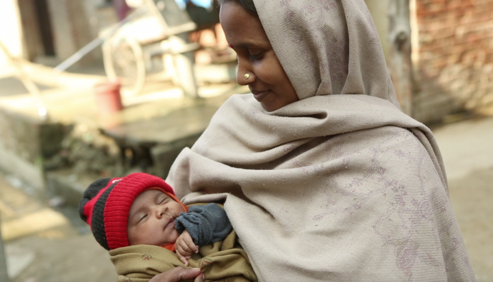 refugee-woman-hold-infant