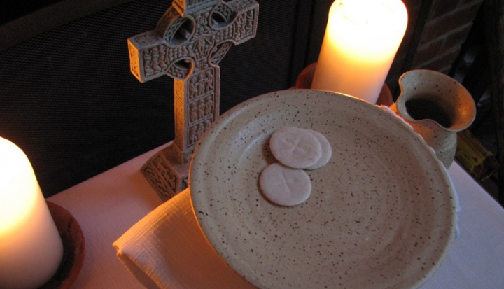 hosts-for-the-eucharist-with-candles-and-a-cross