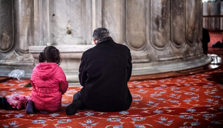 worshippers-at-mosque