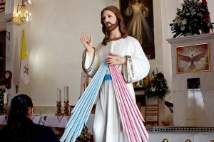 Jesus-statue-Faustina
