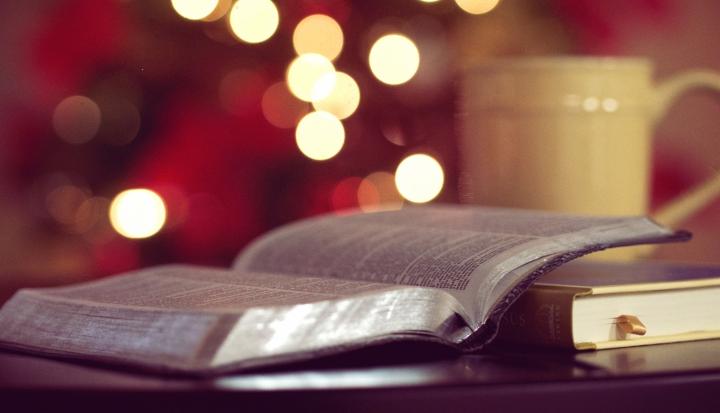 christmas bible_unsplash