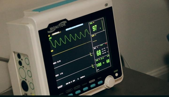 hospital interview_unsplash_Jair Lazaro