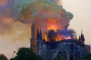 p43_Notre-Dame_burn