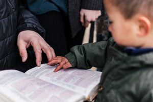 small-child-reading-Bible