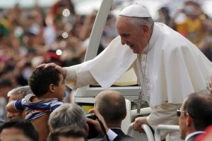 Pope-Fancis-blessing-a-child-in-a-crowd