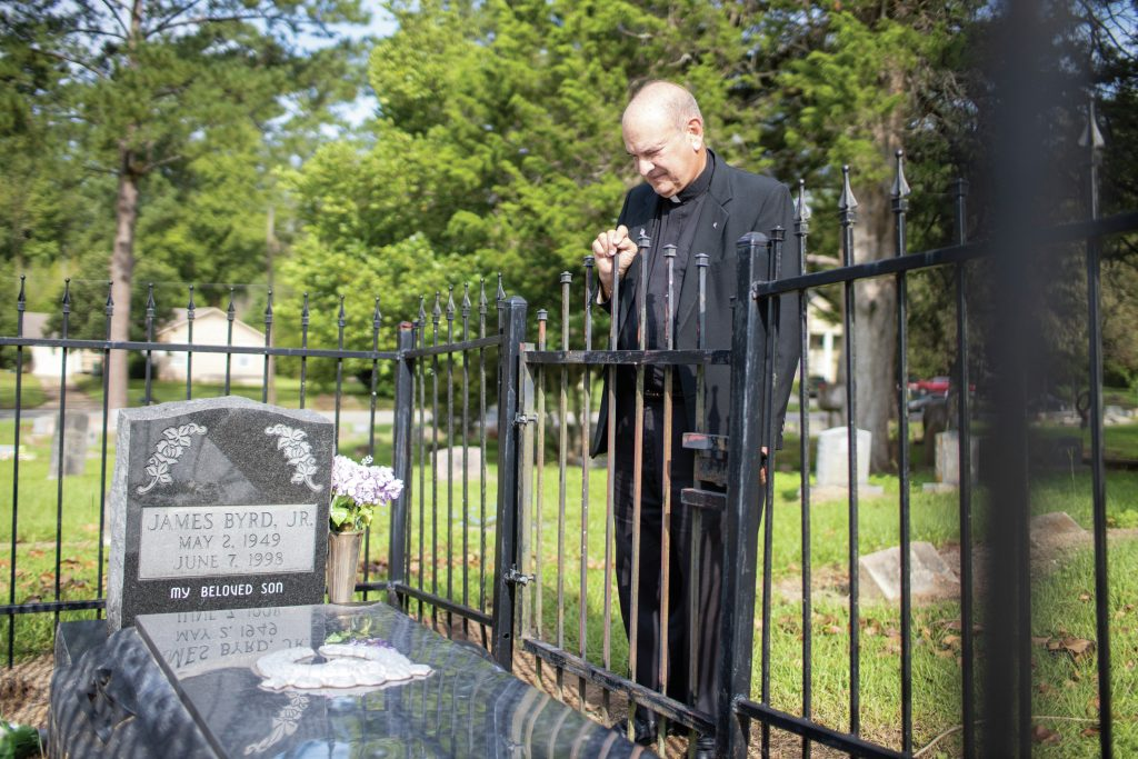 father-ron-foshage-at-gravesite-of-james-byrd