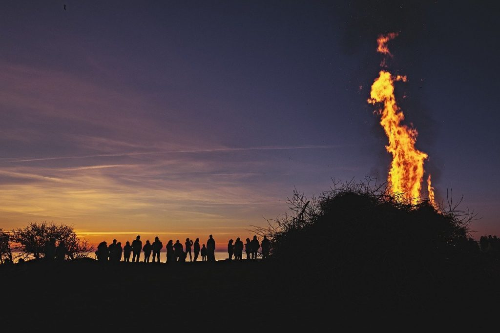 easter-fire-on-beach-with-people-gathered