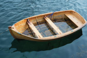 wooden-boat-in-lake