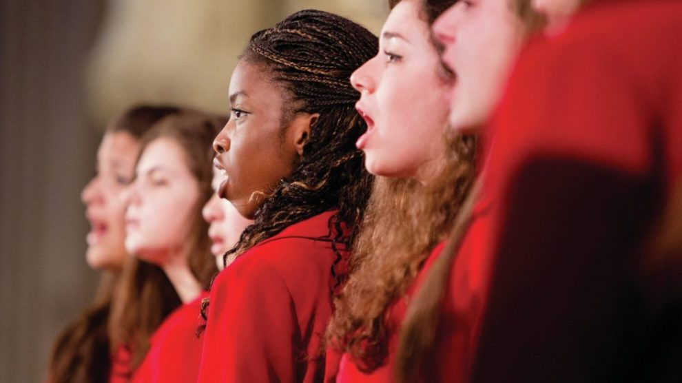 choir-singing-in-red-robes