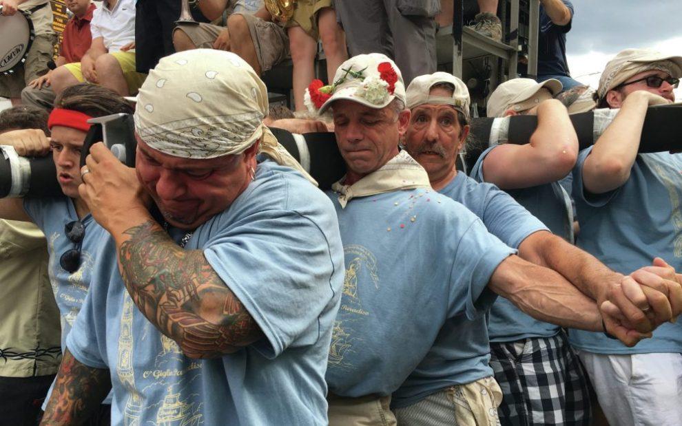 men-lifting-giglio
