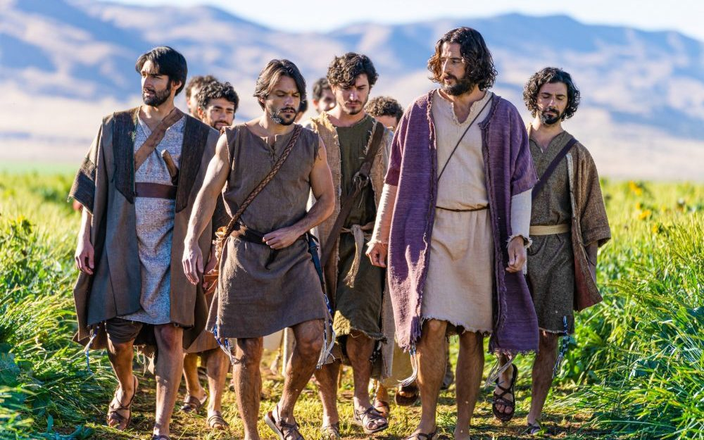jesus-walks-with-his-disciples-in-the-chosen-season-2