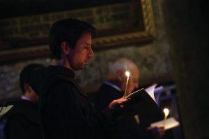 franciscan-monk-praying