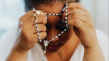 woman-praying-rosary